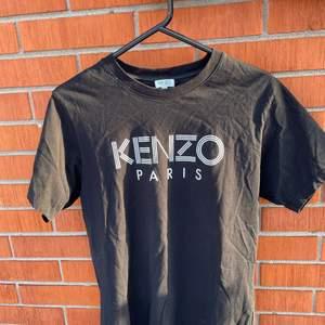 Ej använd Kenzo Paris T-shirt i storlek M. Budgivning slutar onsdagen 3/2-21 klockan 09.00