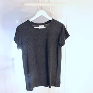 Go vintage T-shirt från Cheap Monday i Gött skick! Storlek: XSDirekt pris: 20kr, Skriv buden till mig privat eller kommentera på bilden!  Kan även mötas upp mellan Varberg & Göteborg Köpare står för frakten (Du bestämmer vilket paket så länge det uppfyller vikt och storleks kraven)