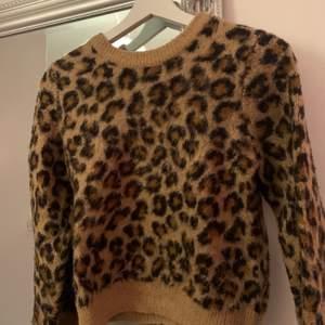 Säljer denna tröjan från Hm, inte alls mycket använd. Stl xs. Kan skickas med frakt 53kr. Eller mötas upp i Gävle/ Söderhamn! ✨
