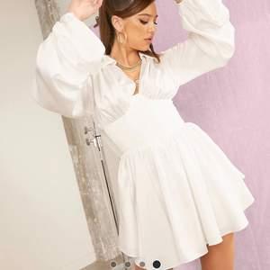 Söker denna klänning i storlek xs eller s skriv gärna om ni har den ❤️