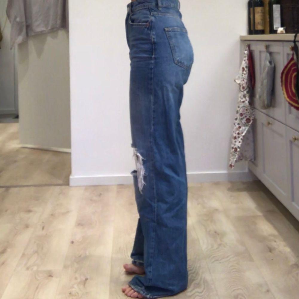 Skitsnygga Jeans m. Hål i från Gina Tricot strl 36!!. Jeans & Byxor.