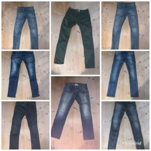 Jeans och chinos, de flesta i storlek 29, fråga vid intresse!  Paketpris 700kr