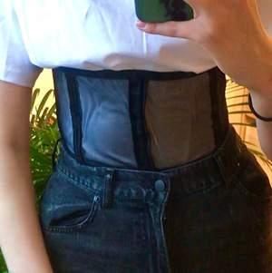 Självsyn one of a kind mesh floating corset 🥰❤️❤️ köparen står för frakt och ifall många är intresserad så håller jag budgivning i kommentarerna 🥰