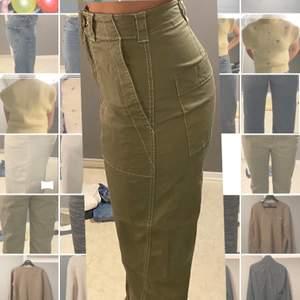 Säljer dessa gröna raka byxorna, storlek 38 och jag själv är en 38/40