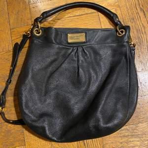 Säljer min fina marc jacobs väska ifrån workwear serien. Är i jättefint skick trots några år gammal. Skickar vid postnord, jag står för frakt!