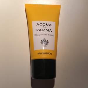 Oanvänd oöppnad 40ml hårschampo & showergel från acqua di Parma. Säljer separat, så priset är per st. Kostar 370kr för 150ml på deras hemsidan. Frakt 22