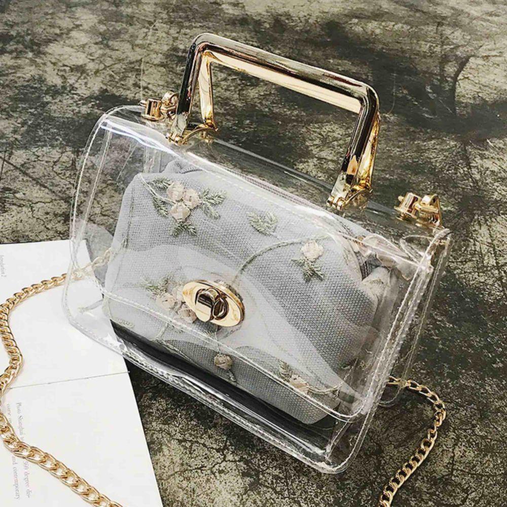 En liten väska så fin och helt ny till sommaren har ej använt den . Väskor.