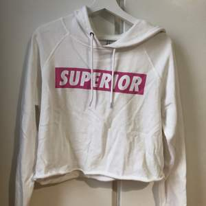 Kortare hoodie i tanks tunt material, 40kr +frakt