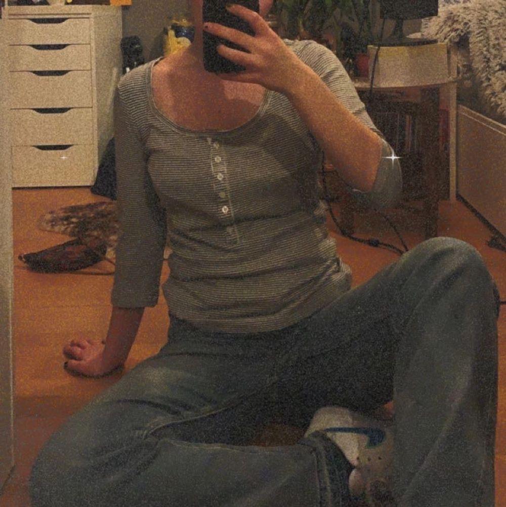 Mysig tröja med lite kortare ärmar och urringad✨ Verkligen jätteskön! ✨. Tröjor & Koftor.