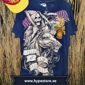 Ecko  vintage t-shirt v-hals  strl xl /kan posta spårbart med postnord för 75  kr