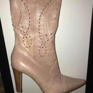 riktiga dorothy perkins skor från london, väldigt vintage, äkta läder ! 300kr+ frakt beror på