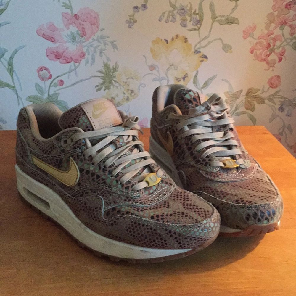 Nike Air Max limited edition year of the snake. Mycket bra skick!. Skor.