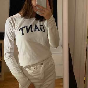 Säljer denna fina Gant tröja i stl XS! Tröjan är köpt på NK här i Stockholm. (Fick den på min födelsedag för något år sen!) Använd 3 gånger, säljer då jag inte använder den längre! Är i mycket bra skick! 200kr ink frakt eller mötas i Stockholm!