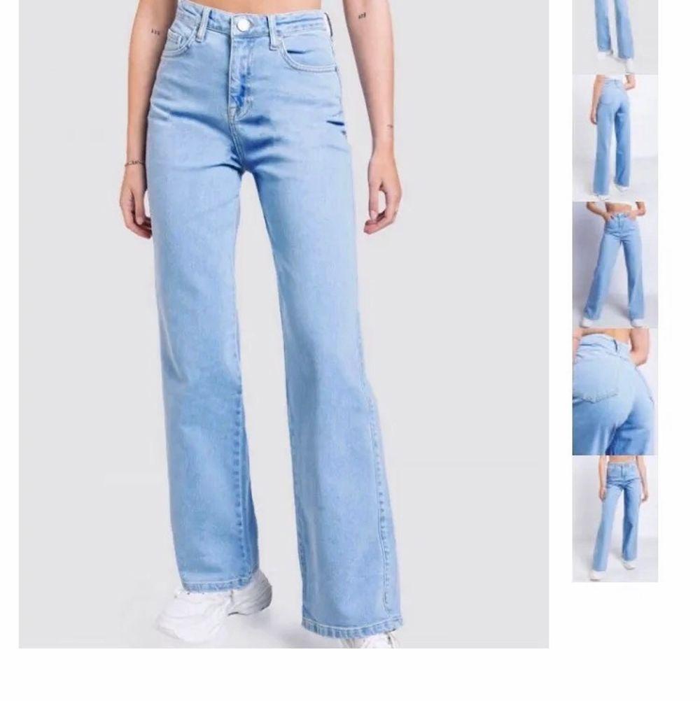 Nu säljer jag dessa assnygga jeansen från Madlady! Använda fåtal gånger och är i nyskick❤️ köpta för 550kr, PRIS HAR SÄNKTS OCH KAN DISKUTERAS. Jeans & Byxor.