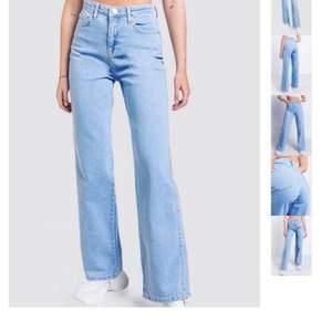 Nu säljer jag dessa assnygga jeansen från Madlady! Använda fåtal gånger och är i nyskick❤️ köpta för 550kr, PRIS HAR SÄNKTS OCH KAN DISKUTERAS