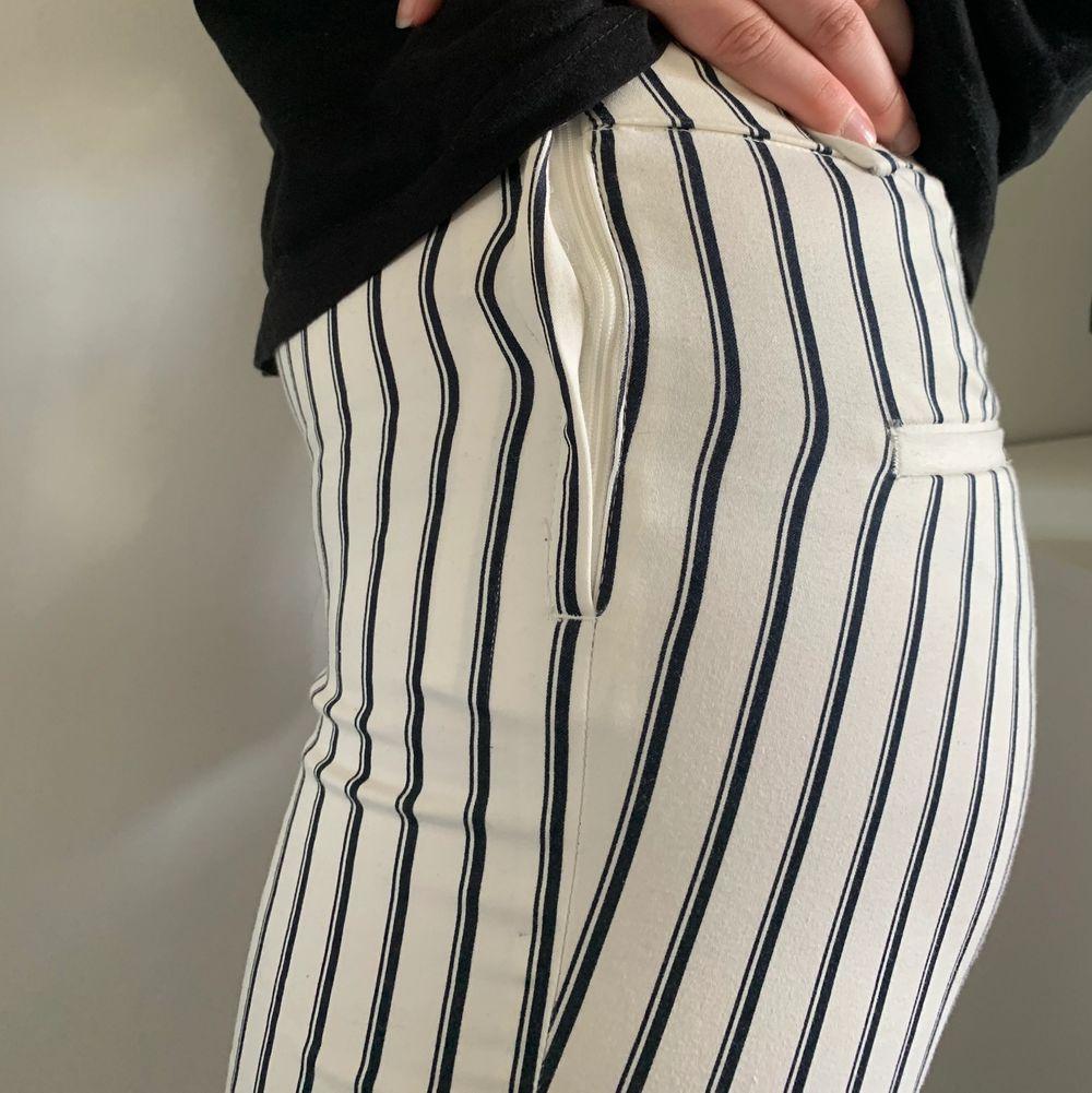 Byxor ifrån H&M. I bra skick!⚡️ frakt ingår inte i priset. . Jeans & Byxor.