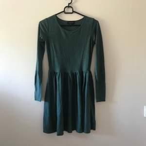 Grön klänning från topshop. Priset är inkl frakt 📦
