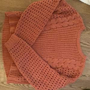Mörk rosa stickad tröja från Hollister, använd 1 gång