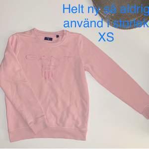 Säljer denna snygga Gant tröjan i storlek XS för bara 200kr med frakten 💞 filmar slltid när jag skickar