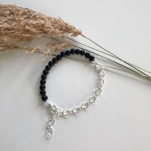 Ett snyggt, trendigt och handgjort armband från kollektionen natten🌑