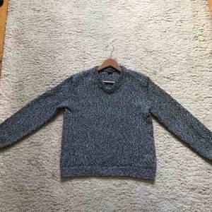 Keyhole Knitted Sweater från Jil Sander under Raf Simons eran. Tröjan är från 2006 A/W kollektionen och var med på runway. 10/10 condition.