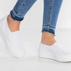 Slip on skor från Anna field, knappt använda dock lite smutsiga. Frakt ingår inte