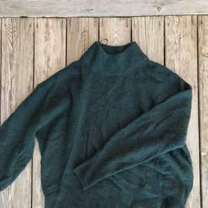 Gosig mörkgrön stickad tröja från hm som inte kommer till användning   Köparen står för frakt :)