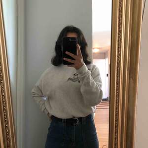 Långärmad tröja ifrån H&M. Kommer inte till användning längre.