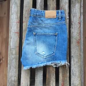 Jeansshorts från Gina Tricot. Aldrig använda.