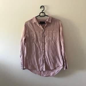 Jättefin skjorta som bara behöver strykas. Priset inkl frakt