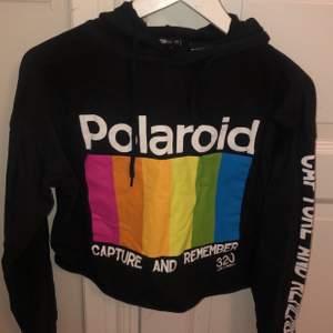 Snygg, cool och bekväm hoodie i strl XS (passar även S), från Newyorker. Betalning:swish
