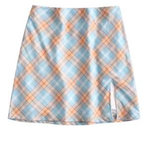 Säljer två kjolar från ZAFUL. De är i storlek S men jag skulle säga att de mer är som XS. HELT OANVÄNDA, nyligen beställda men passade tyvärr inte mig :( EN KVAR!!