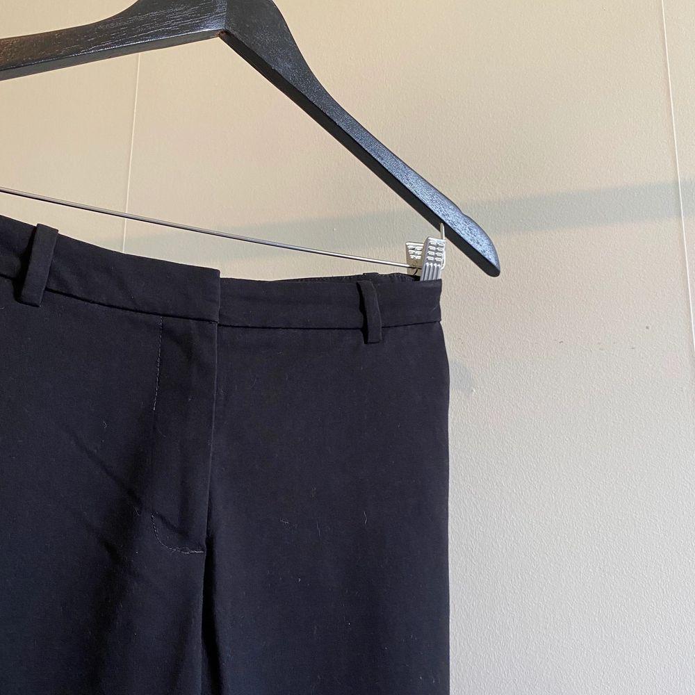 Kostymbyxor med bootcut. Jeans & Byxor.