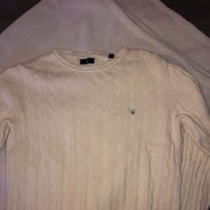 Gant tröja storlek S. Använt få gånger och är som en ny. Frakten finns i priser🦋