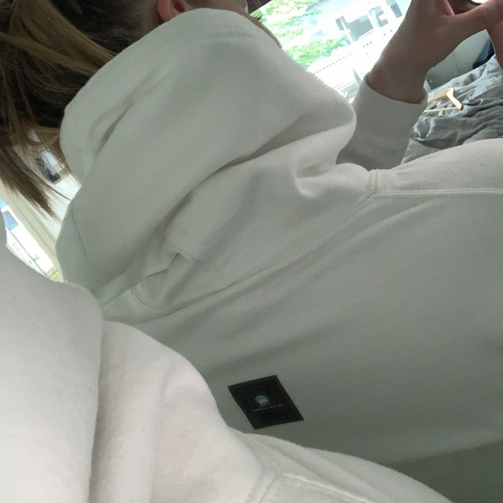 Svinball hoodie från The cool elephant. Storlek S och använd en del men fortfarande i fint skick! Bjuder på frakt.. Huvtröjor & Träningströjor.