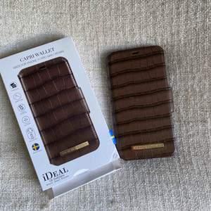 Nypris 399kr. Oanvänd endast upppackad. Passar iphone 11 Max pro. Möts i Stockholm eller skickas mot frakt. Öppen för eventuella byten ❣️