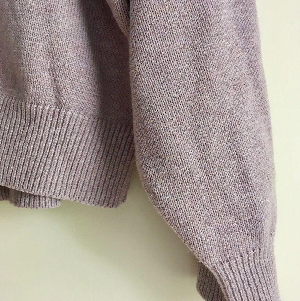 """Dusty-lilac"" tröja från H&M. Bra skick. Storlek L men passar XS-L, snyggt oversize.  ✨💜👌🏻. Stickat."