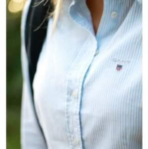 Superfin gant skjorta! Lite deo-missfärgning i armhålorna men det märks inte av så mycket, därav det låga priset. Inköpt för 1100!