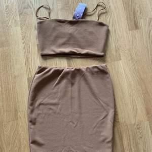 Topp och kjol-set från boohoo. Aldrig använt. Prislapp kvar. Storlek 36. 200 inklusive frakt.