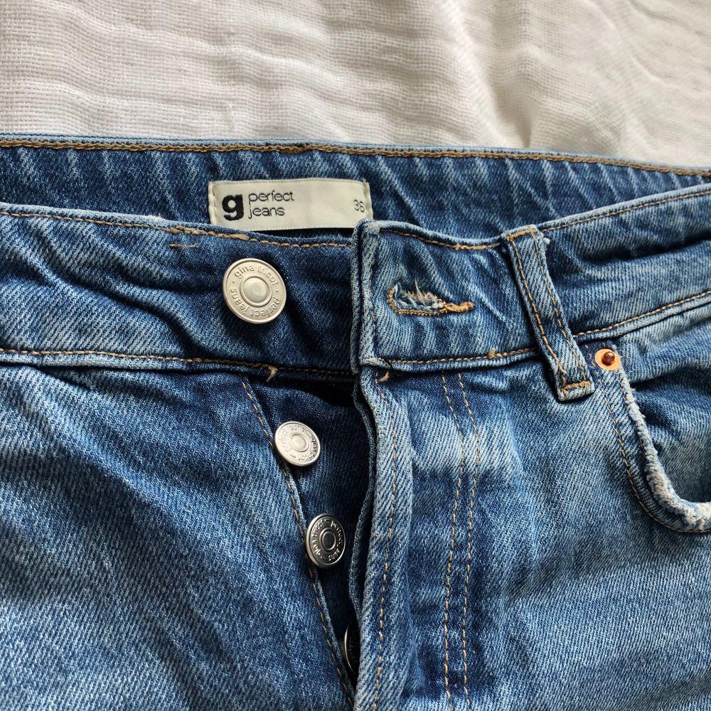 Jeans från Gina Tricot, storlek 36! 80kr 😇Fint skick!! Vid större intresse sker budgivning start 80kr!!!. Jeans & Byxor.