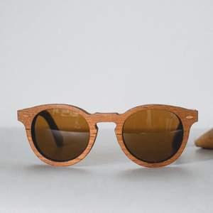 Handgjorda solglasögon i riktigt trä från märket Shwood. I bra skick. Retail: 1500kr.