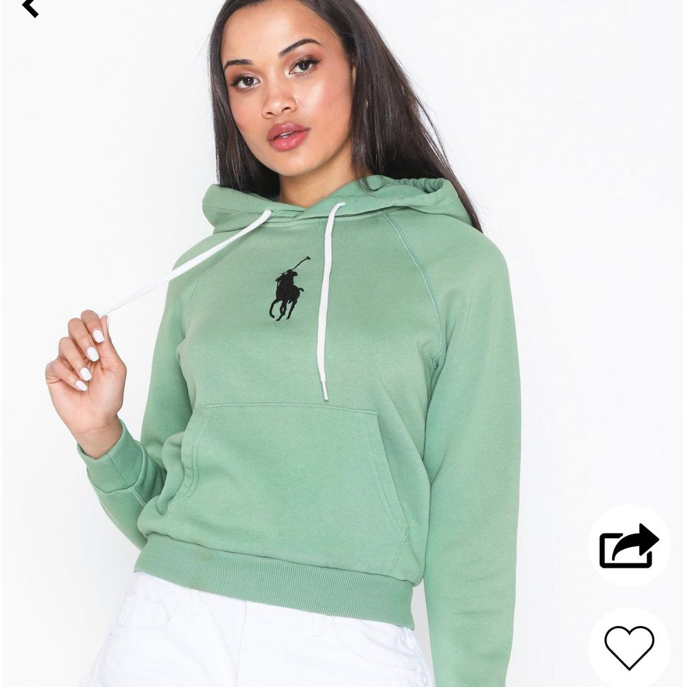 Säljer min älskade Ralph lauren hoodie köpt från Nelly pga har växt ur den. Super fin ljusgrön färg. Använd några gånger men i super skick! Nypris 1195 kronor och är slutsåld. Säljer min för 500 kronor + frakt! 🥰🥰 💫 priset kan absolut sänkas vid en trevlig och snabb affär!. Tröjor & Koftor.