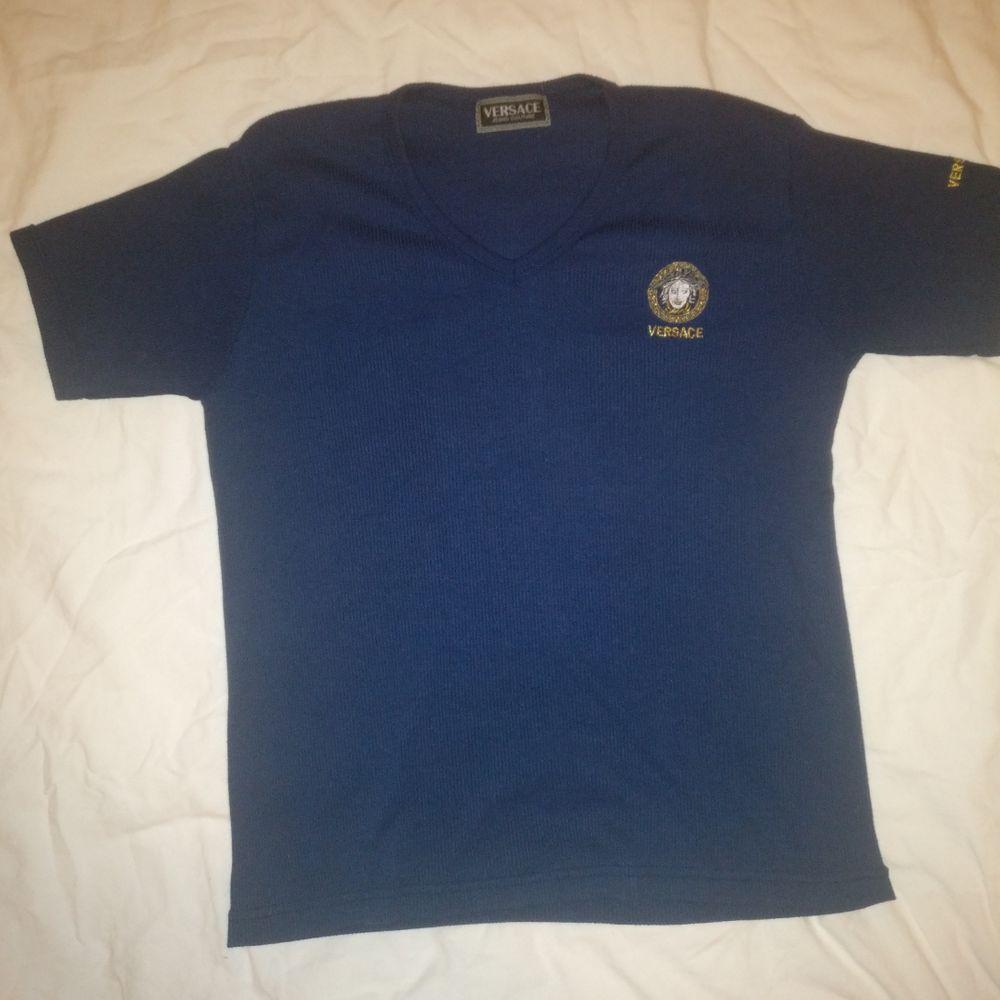 Vintage T-shirt av Versace  Storlek S  Köparen står för frakt!. T-shirts.