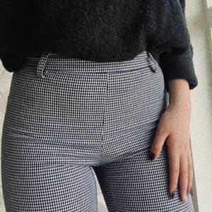 As coola taighta byxor i rutigt mönster, säljer då de inte passar mig längre!! 150kr+frakt