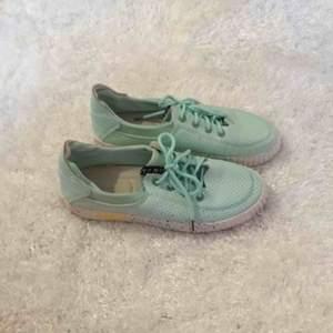 De här skorna har varit så länge hos mig.... minns ej varifrån jag har köpt dem .