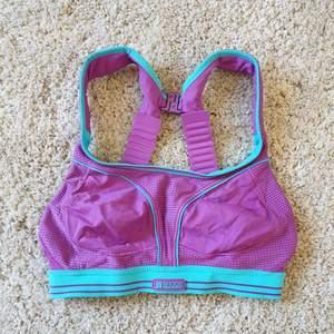 Sport bh i snygga somriga färger och fina detaljer🌸 helt oanvänd!