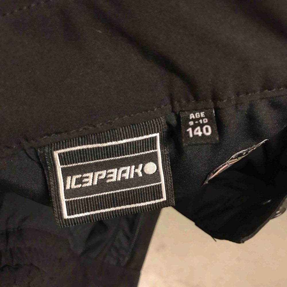 Jätte fina skidbyxor som är varma och sköna inga fel alls! . Jeans & Byxor.