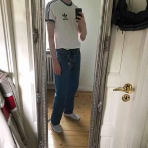 Stilren adidas T-shirt som tyvärr är för liten för mig. Frakt tillkommer💫