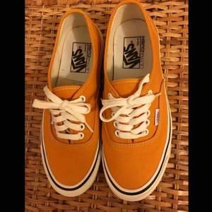 Vans ultra cush i FINT SKICK! Strl 39 (US 7)  gula/orange i färgen ☘️