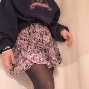 Fin kjol från Abercrombie& Fitch, säljer då jag knappt använt💖🥰